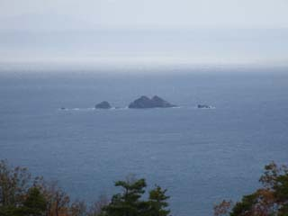 海に岩が点在