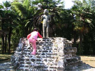 ケツァルコアトルの像
