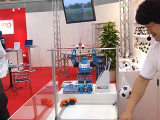大車輪するロボット