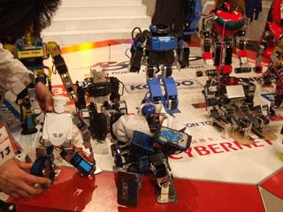 並ぶロボット達